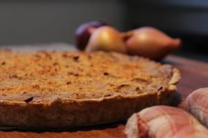 tarte à l'oignons à la béchamel de pois chiche